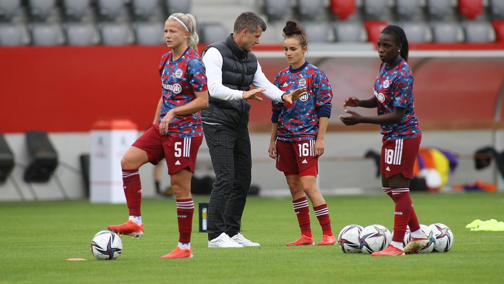 Bayern-Trainer Jens Scheuer trifft mit seiner Mannschaft in der CL-Gruppenphase auf Lyon, BKHäcken und Benfica Lissabon