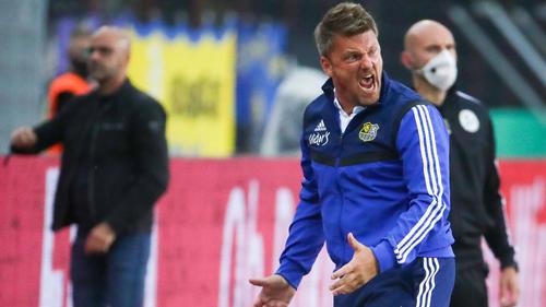 Trainer Łukasz Kwasniok ist sichtlich verärgert über den frühen Rückstand