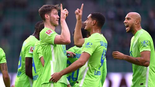Wout Weghorst (l.) traf für den VfL Wolfsburg