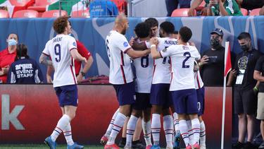 Die Spieler des US-Teams feiern den Sieg über Mexiko im Finale