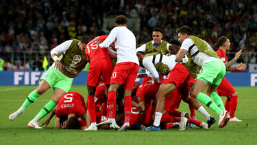 Die Engländer bejubeln ihren Sieg über Kolumbien