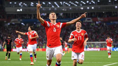 Cheryshev und ganz Russland jubeln nach dem 1:0