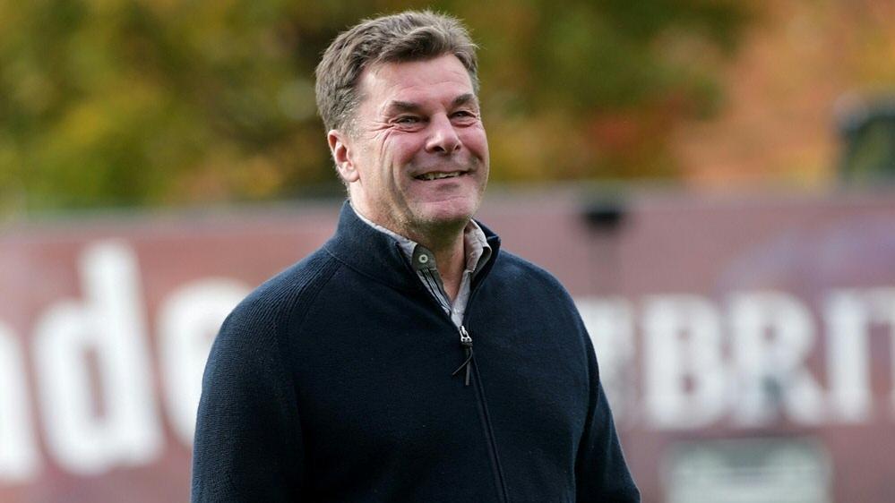 Dieter Hecking steht wieder auf dem Trainingsplatz des HSV