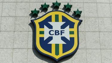 Vierte Liga: Stadiondach kracht auf die Tribüne
