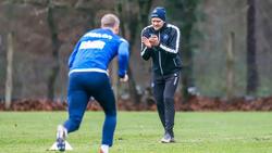 KSC-Trainer ChristianEichner (r.) erwartet ein besonderes Duell