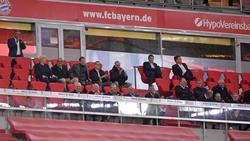 Auf der Ehrentribüne hielt die Führungsriege des FC Bayern nicht den Abstand von 1,50 Meter ein