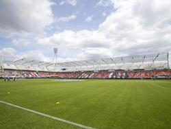 Tijdens het seizoen 2014/2015 wordt er druk gewerkt in het Polman Stadion. Niet alleen op het veld, maar ook op de tribunes. Voor de thuiswedstrijd tegen Go Ahead Eagles zijn de eerste contouren van de nieuwe tribune al te zien. (17-05-2015)