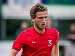 Jelle van der Heyden krijgt in de voorbereiding de kans in het eerste elftal van FC Twente. De jonge middenvelder maakt indruk en mag geregeld in de basis beginnen van trainer Alfred Schreuder. (25-07-2015)