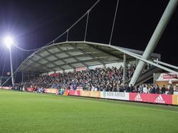 De hoofdtribune van trainingscomplex De Toekomst zit goed gevuld voor Jong Ajax - FC Oss. (26-09-2016)