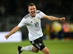 Podolski disputó su partido 130 con Alemania y marcó el gol número 49. (Foto: Imago)