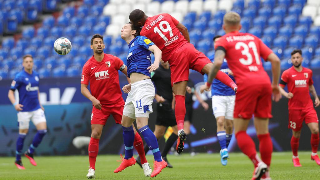 Der FC Augsburg (rote Trikots) siegte klar auf Schalke