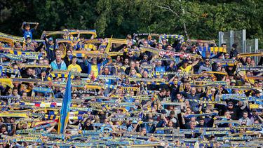 Die Fans von Eintracht Braunschweig hoffen auf ein Fußball-Wunder