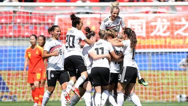 Las alemanas celebran el único tanto del partido.