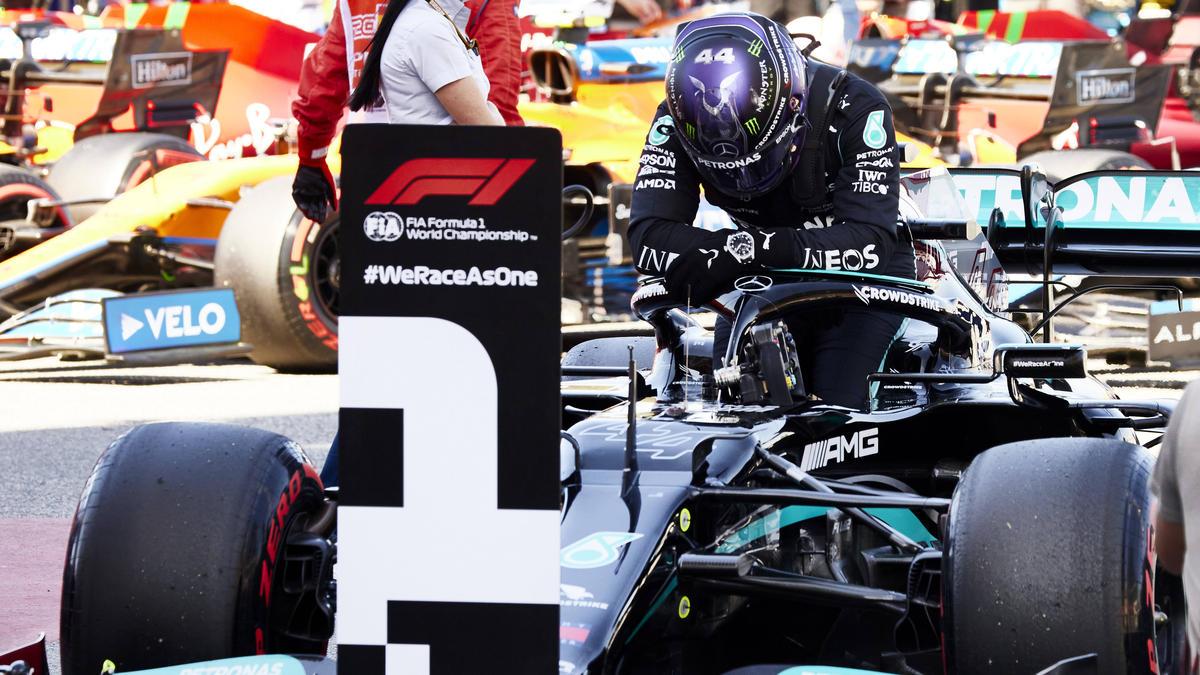 100. Polepositions: Formel-1-Fahrer Lewis Hamilton nach dem Qualifying in Barcelona