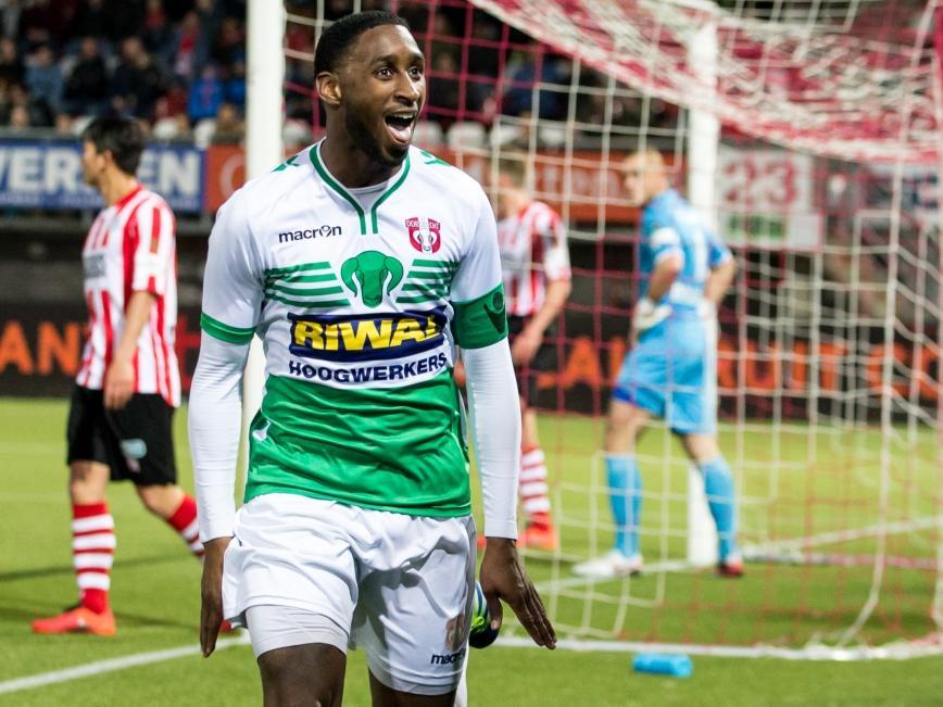 Jeffry Fortes zorgt er na iets meer dan een uur spelen voor dat FC Dordrecht op een 2-3 voorsprong komt tegen Sparta Rotterdam. (29-04-2016)