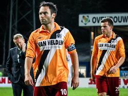 Thijs Hendriks (l.) druipt teleurgesteld af na afloop van Telstar - Achilles'29. (22-8-2014)