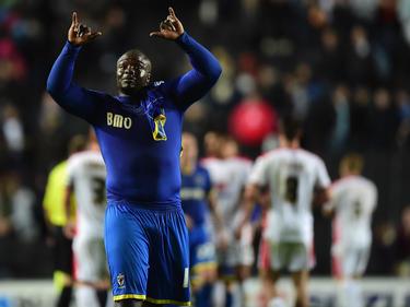 Adebayo Akinfenwa vom AFC Wimbledon überzeugt mit Charme und Körpermasse