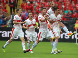 Los suizos se impusieron gracias a un tanto de cabeza del defensa Fabian Schär. (Foto: Getty)