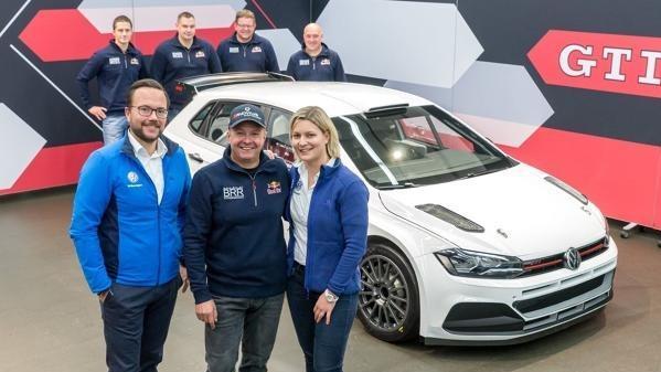 Raimund Baumschlager (m.) nahm den ersten Volkswagen Polo R5 in Empfang