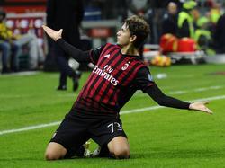Manuel Locatelli kan juichen na het scoren van de 1-0 tijdens het competitieduel AC Milan - Juventus (22-10-2016).