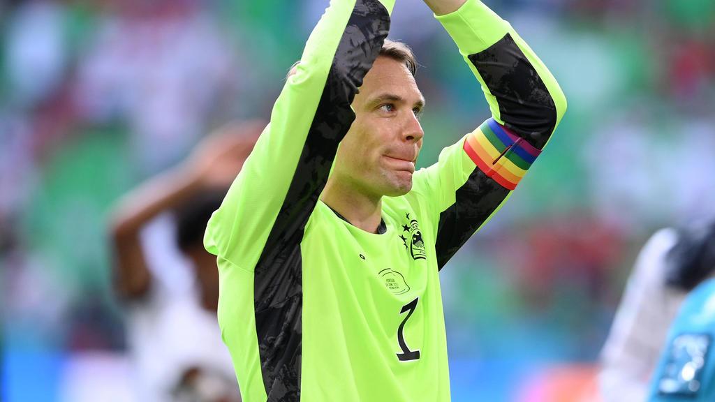 Manuel Neuer und die Binde des Anstoßes