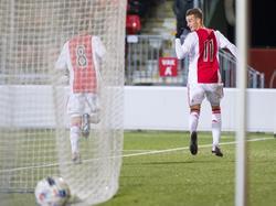 Ajax-aanvaller Vaclav Černý juicht nadat hij Jong Ajax op een 1-0 voorsprong heeft gebracht tegen NAC Breda. (25-01-2016)