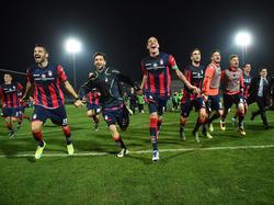 Haben allen Grund zum Feiern: Die Spieler des FC Crotone.