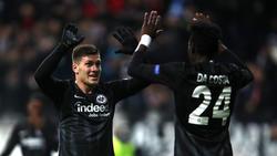 Eintracht Frankfurt: Danny da Costa jubelt mit Luka Jovic