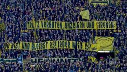 Am Samstag zeigten BVB-Fans diese Spruchbänder