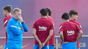 Ronald Koeman (l.) ist Trainer des FC Barcelona