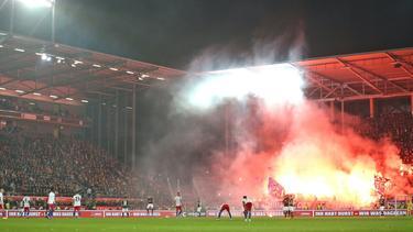 Die Pyrotechnik beim Nordderby zwischen St. Pauli und dem HSV beschäftigt weiter die Justiz