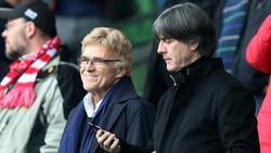 Joachim Löw (r.) verzichtet im Saisonendspurt auf Stadionbesuche