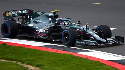 Sebastian Vettel beim Roll-out mit dem Aston-Martin-Mercedes in Silverstone