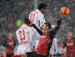 Kopfball im Schnee