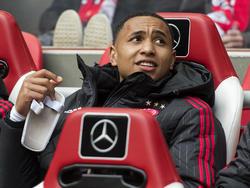 Kenny Tete keert na tegen FC Utrecht na zijn enkelblessure weer terug in de wedstrijdselectie van Ajax. (17-04-2016)