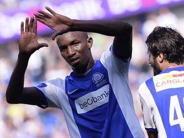 Sekou Cissé viert een feestje als hij KRC Genk op voorsprong heeft gezet tegen Club Brugge in de Jupiler Pro League. (14-9-2014)
