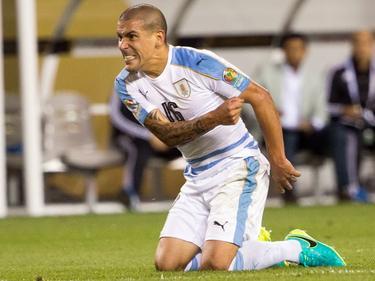 Maxi Pereira mist een grote kans tijdens de wedstrijd Uruguay - Venezuela in de Copa América. (10-06-2016)