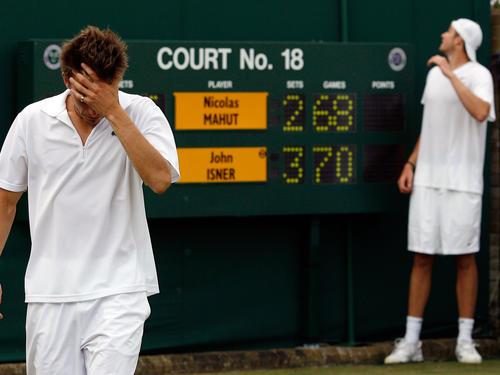 John Isner (r.) Nicolas Mahut und das Rekord-Ergebnis