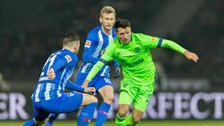 Schalke-Profi Alessandro Schöpf (r.) verletzte sich am Freitag in Berlin