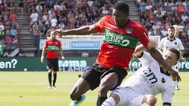 Taiwo Awoniyi (l.) spielte 2017 für den niederländischen Klub NEC Nijmegen