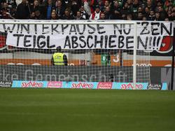 Die Augsburg-Ultras zeigten unschöne Banner