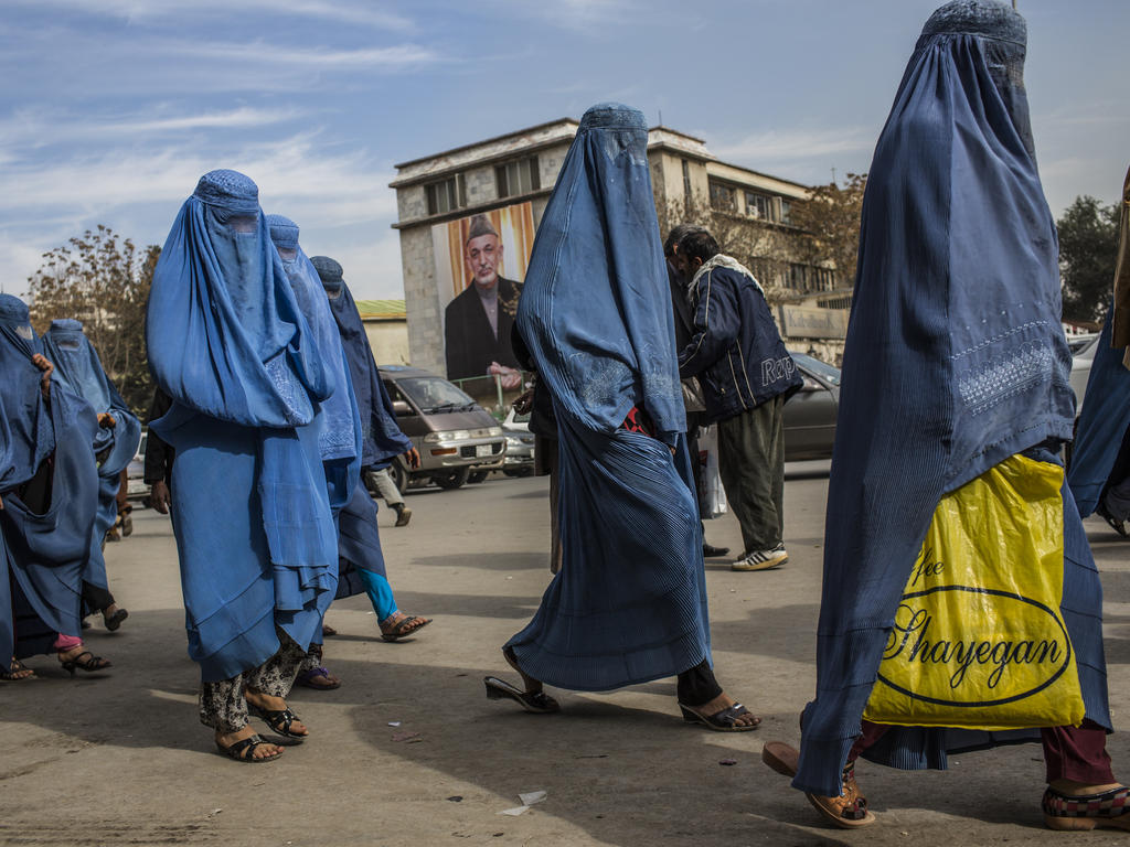 Mujeres caminando por Kabul en una imagen de archivo. (Foto: Getty)