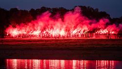 Spektakuläre Pyro-Aktion der Dynamo-Fans