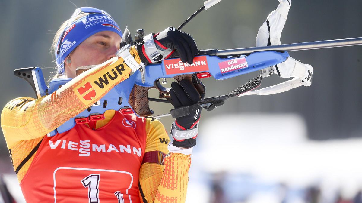 Debakel für die Biathlon-Staffel um Vanessa Hinz