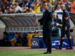 Onbegrip bij Ajax-trainer Frank de Boer tijdens het duel in de Champions League tussen APOEL Nicosia en AJax. (30-09-2014)