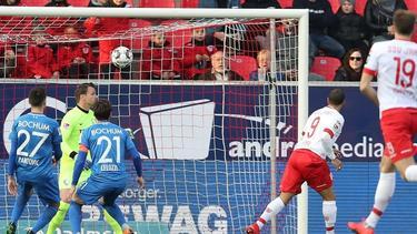 Jann George (r.) brachte Regensburg zurück ins Spiel