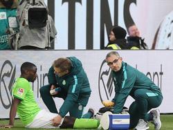 Wolfsburgs Paul-Georges Ntep musste verletzt vom Feld