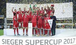 El Bayern festeja el primer título de la temporada. (Foto: Getty)