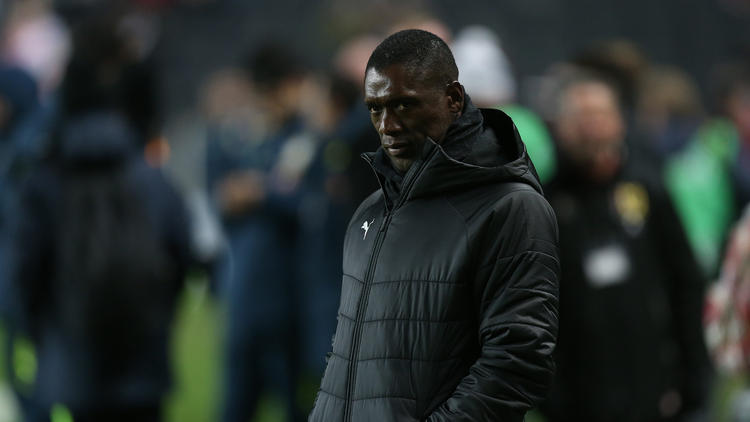 Clarence Seedorf se marcha de Camerún.