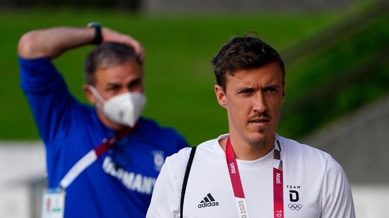 Max Kruse (r.) ist Trainer Stefan Kuntz (l.) für die Olympia-Nominierung dankbar